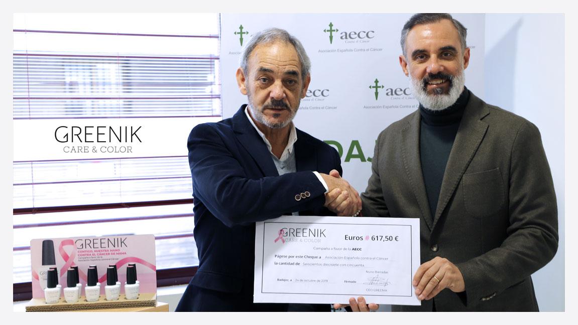 Greenik entrega a la AECC el cheque de la Campaña Solidaria